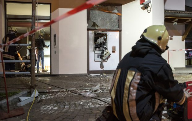 Bank assaulted by criminals they expel an ATM with explosives to steal cash.